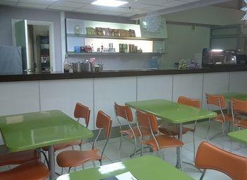 Кафе в автоцентре у метро в Приморском районе