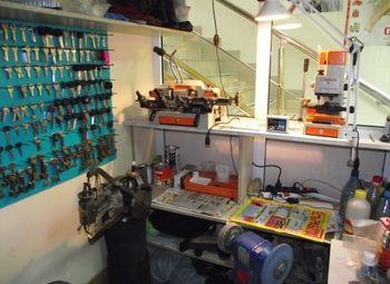 Мастерская по ремонту обуви и изготовление ключей в магазине