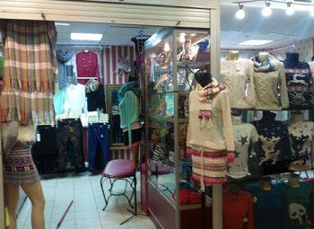 Магазин женской одежды с большим количеством остатков