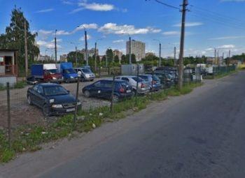 Австоянка с Огромной Площадью На Юге Города