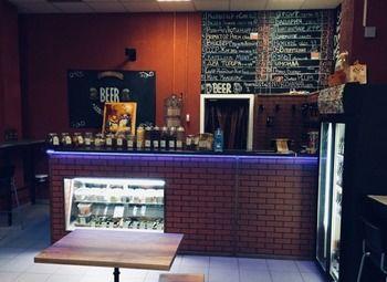 Магазин бар разливного пива в густонаселенном месте