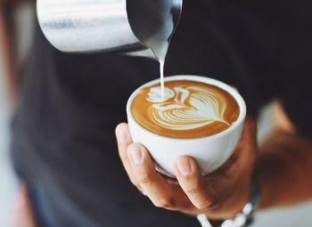 Небольшая кофейня to go в проходном месте