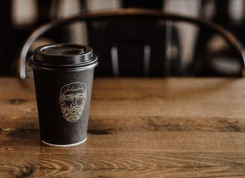 Перспективная точка кофе с собой в очень людном месте