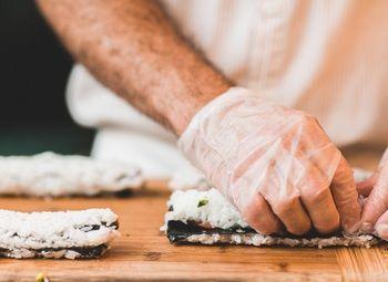 Работающая сеть суши-баров и суши-магазинов