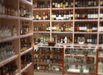 Продуктовый магазин с алкогольной лицензией в Невском районе