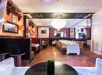Кафе-ресторан при бизнес-центре в Московском районе.