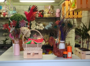 Цветочный магазин у дома