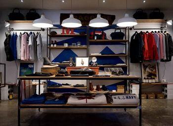 Магазин молодежной одежды в креативном пространстве
