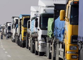 Автостоянка грузовых автомобилей в Колпино
